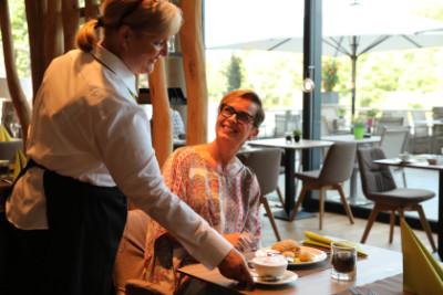 Empfangsmitarbeiter bei Gastro Trösch - PETERS Hotel & Spa